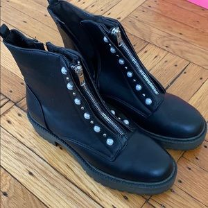 Primark boots with front zip and pearl
